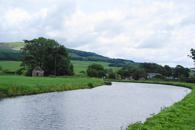 A bend in the Leeds and Liverpool Canal