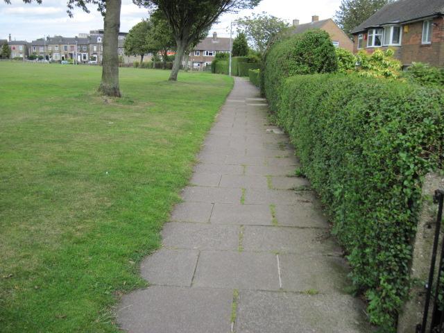 Footpath towards New Hey Road
