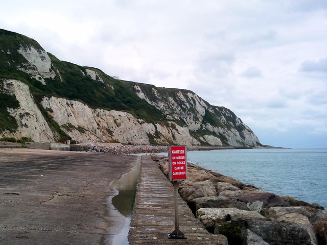 Folkestone Warren, Sea defences