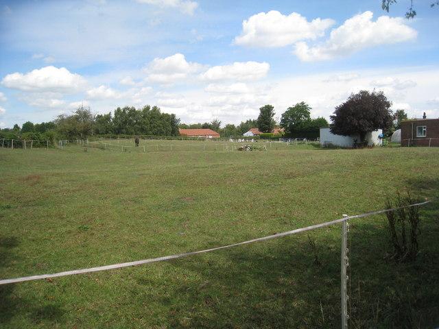 Undulating field at Laughterton