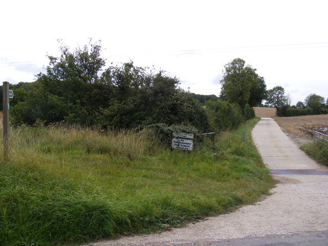 Footpath to Bridge Street & entrance to Huntingfield Hall Farm