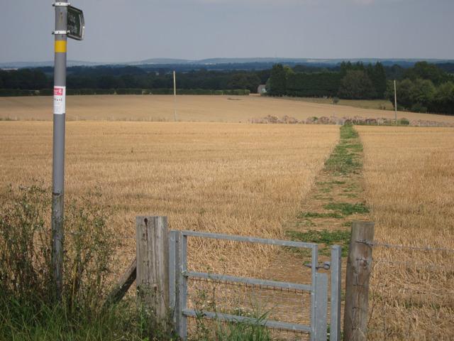 Footpath to Hillside Road