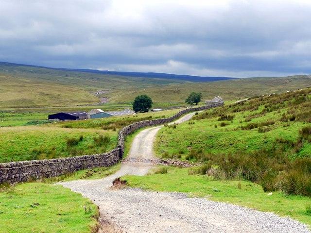 Along the Pennine Way towards Birkdale Farm