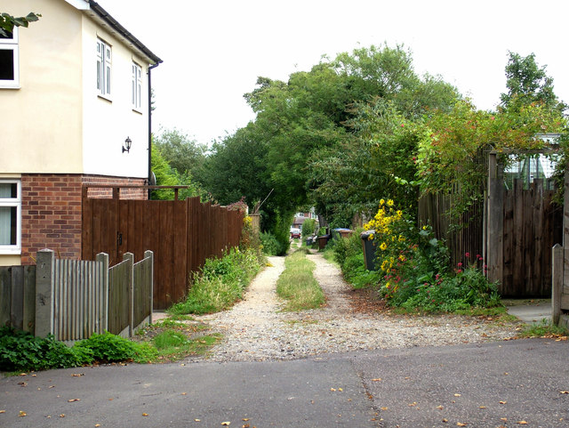 Dirt track joining Northgate Avenue to Fornham Road
