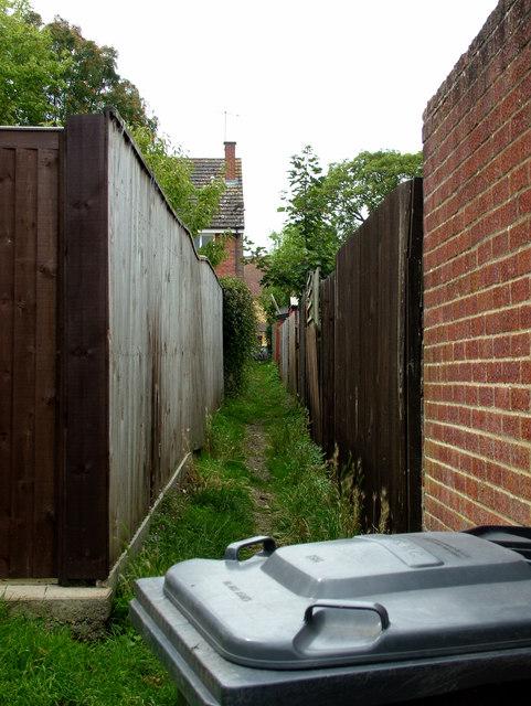 Narrow path leading to Northgate Avenue