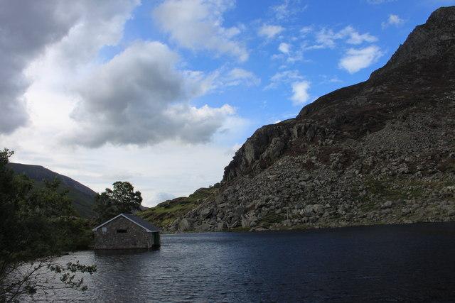 Fishing lodge on Llyn Ogwen