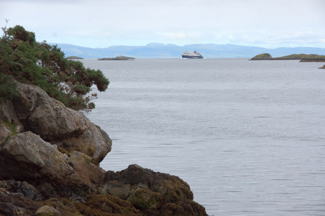 Rubha na Muice, Tarbert, and the approaching ferry