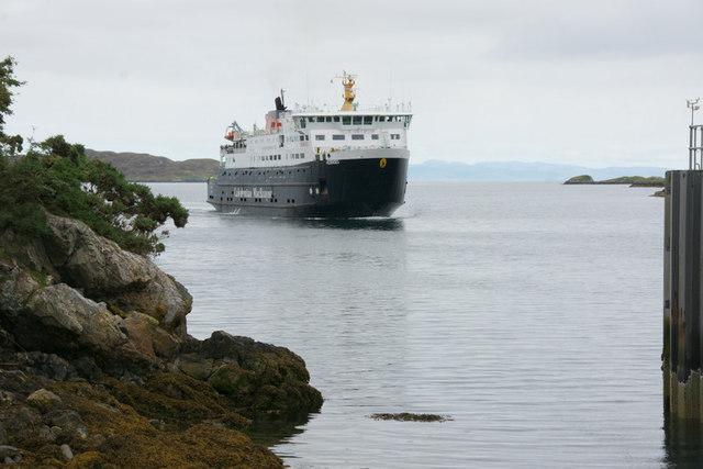 Rubha na Muice, Tarbert and the MV Hebrides