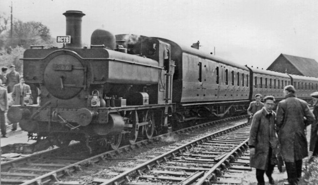Rail Tour at Highworth with a GW Dock Tank