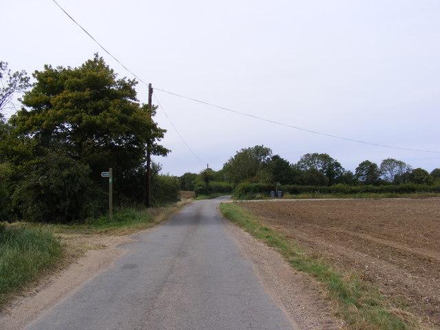 Mary's Lane & footpaths to the B1123 Harleston Road & Linstead Road
