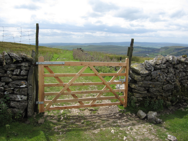 A new gate on Long Lane