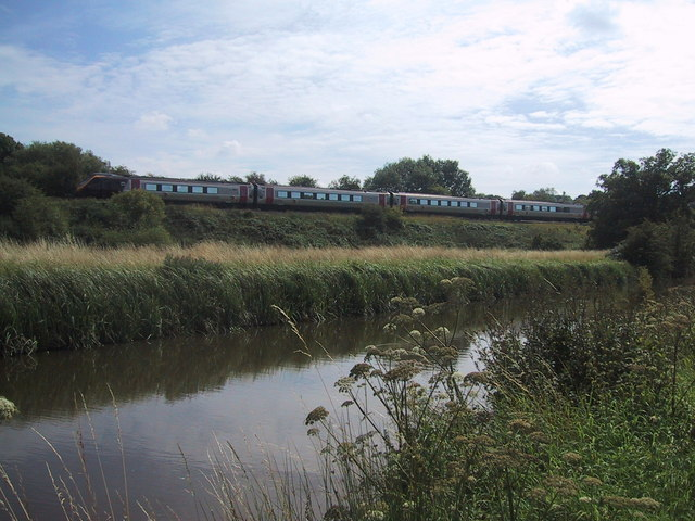 Railway parallels the Oxford Canal