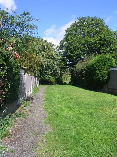 Footpath to King George's Field - St Margaret's Road