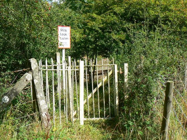 Gate across footpath, Minety