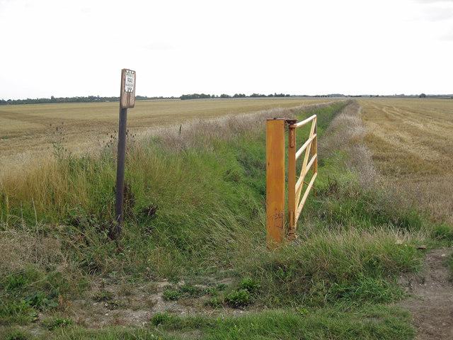 Drain near Summercroft Farm