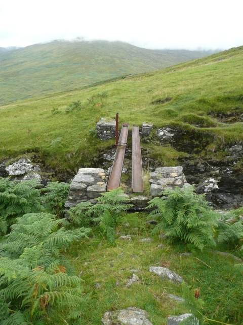 Footbridge over burn flowing from Creag an Fhithich