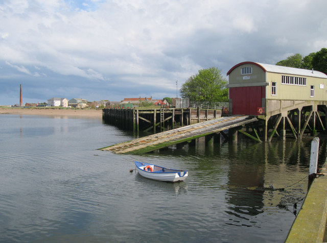 Old lifeboat house and slipway, Carr Rock