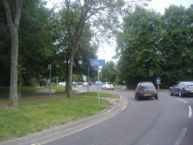 Broyle Road approaching the roundabout