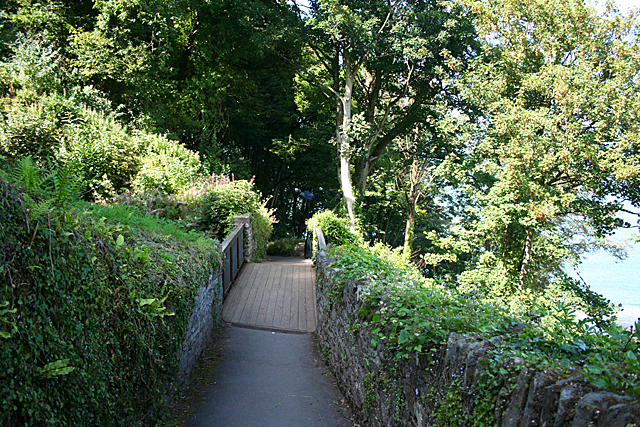 Lynton: crossing the cliff railway