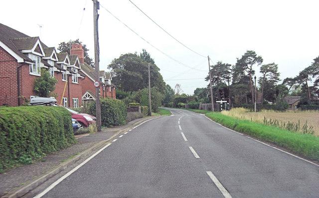 B4009 crossroads in South Stoke