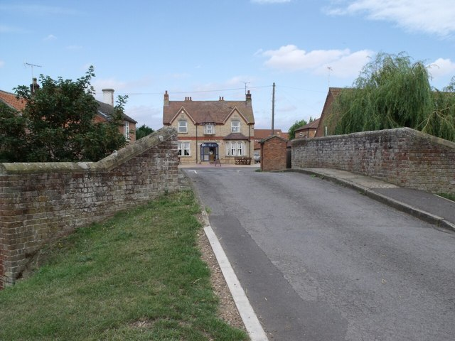 Road crossing Town Bridge over the Kyme Eau