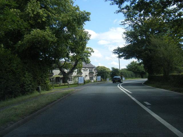 Chelford Road approaching Dun Cow Inn