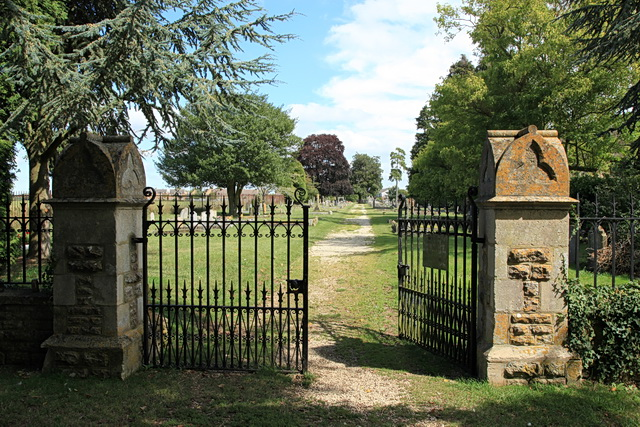 Entrance to Lechlade Cemetery