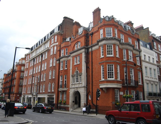 Corner of Grosvenor St and Davies St
