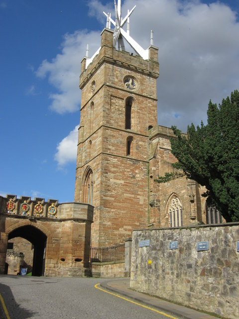 St.Michael's Church and gateway to Linlithgow Palace