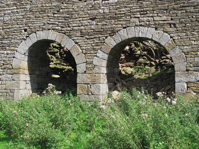 Fell End lime kiln - left hand two arches