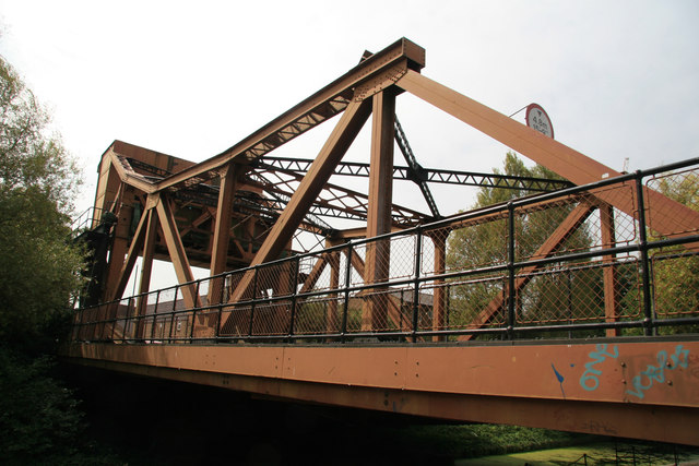 Scherzer rolling bridge, Garnet Street, Wapping