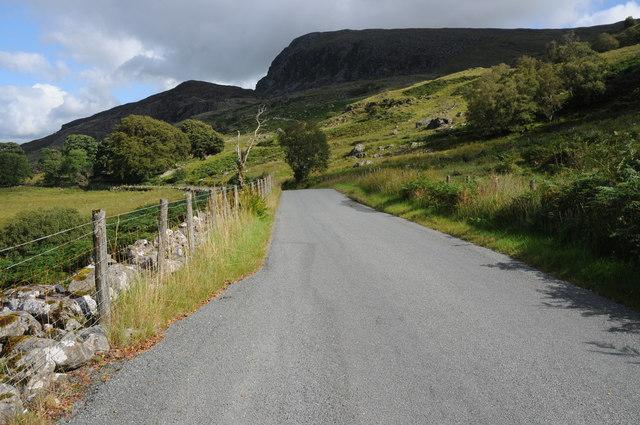 Road below Clogwyn Maen Grugog