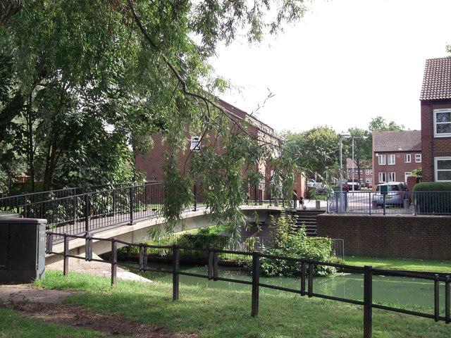 Footbridge on Green Chain Walk (2)