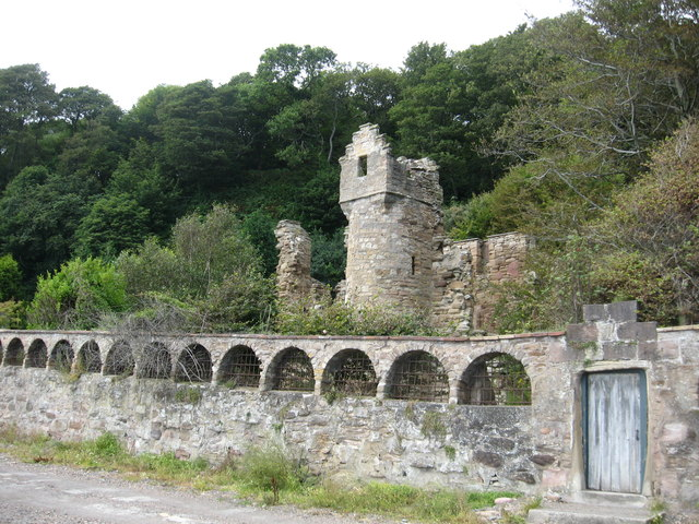 Ruined 16th. century tower-house at West Wemyss