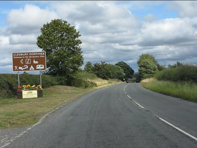 Entrance to Cleobury Mortimer from the west