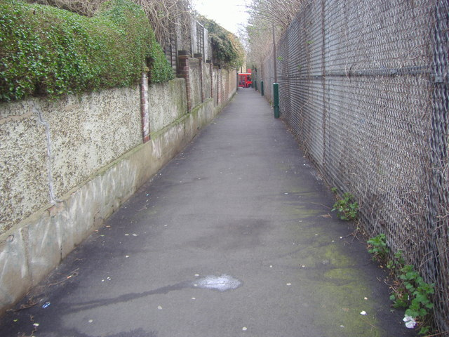 Footpath from Baker Road to Acton Lane
