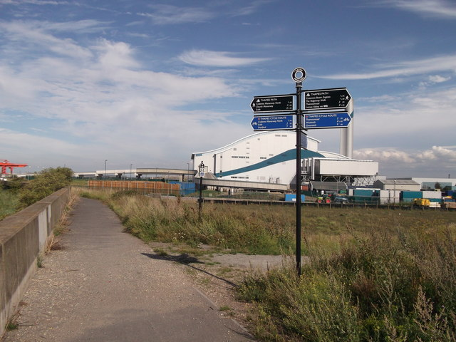 Footpath junction on the Thames Path near Crossness Sewage Treatment Works