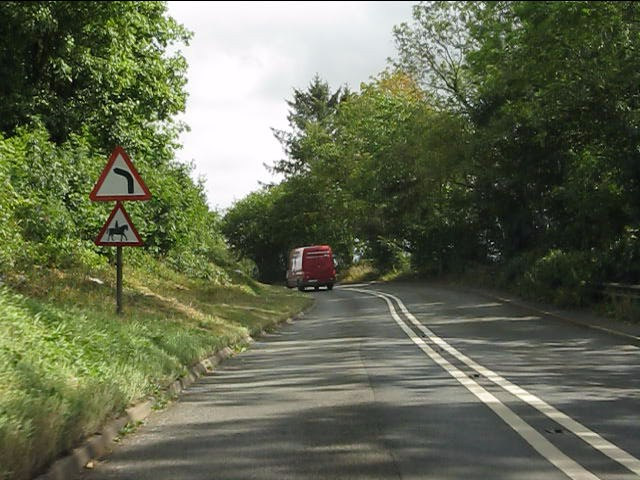 Sharp bend at Yell Rough, A4117