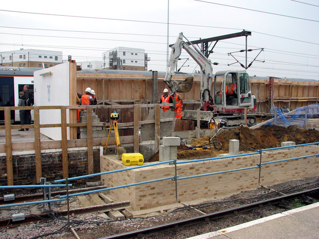 Cambridge Station: piling for the new footbridge