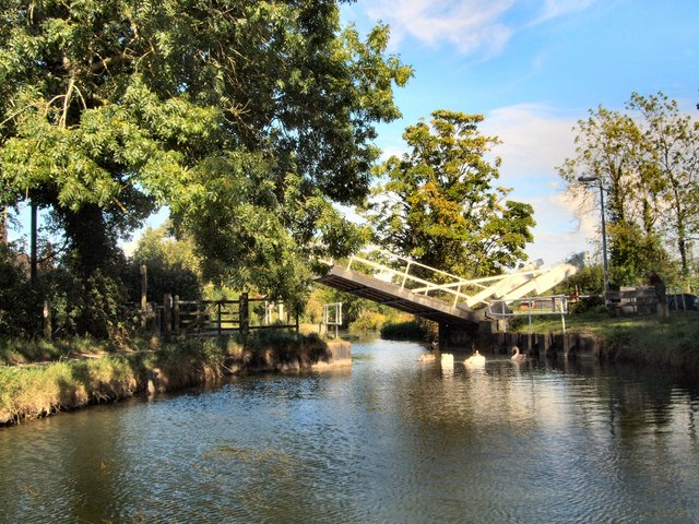 Drawbridge over Basingstoke Canal