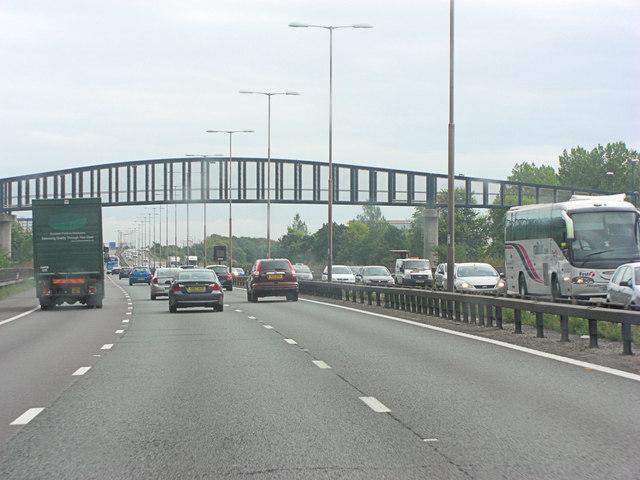M4 footbridge south of Ditton Farm