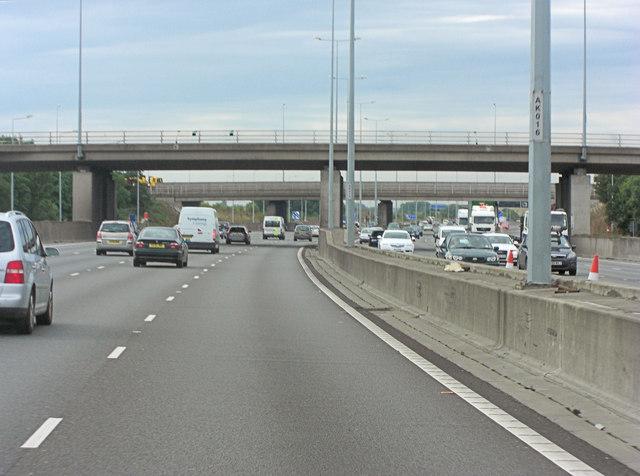 M25 interchange overbridge at Junction 14
