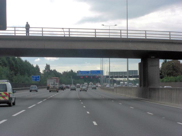 M25 passes under New Wickham Lane