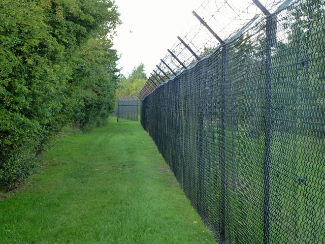 Boundary fence, Fort Halstead