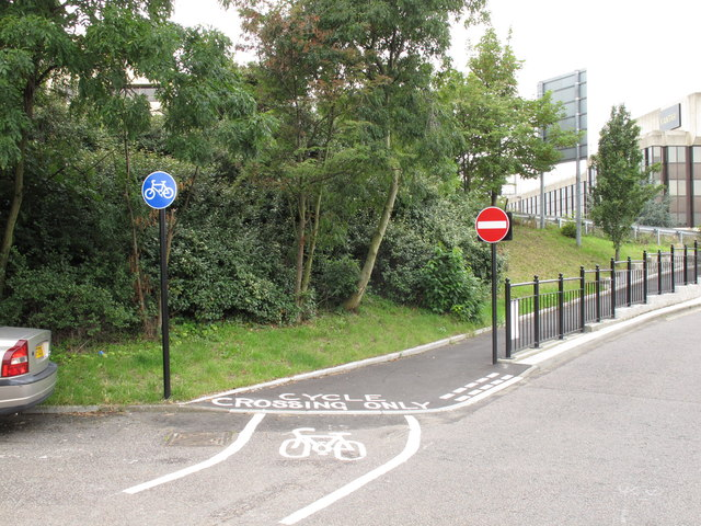 Cycle track from Priory Gardens to cross Hanger Lane