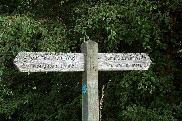 John Buchan Way signpost, Broughton Place