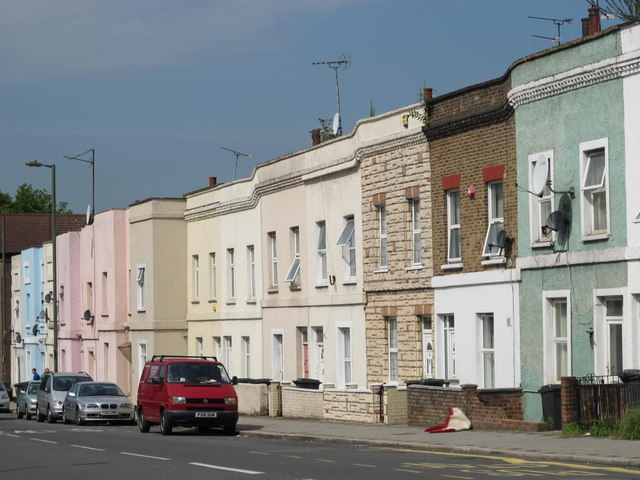 Terraced houses on Cricklewood Lane, NW2 (2)