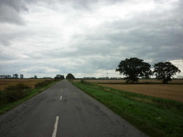 Looking east along South Fen Road
