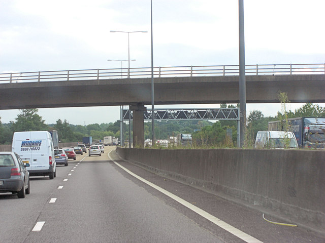 M25 bridge carries Oaklawn Road