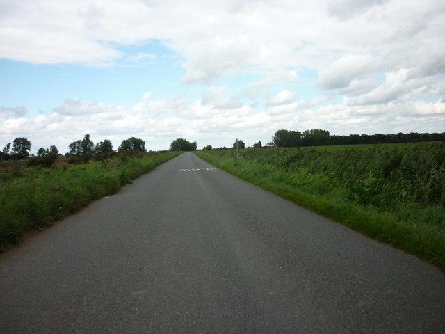 Looking north along Counter Drain Drove